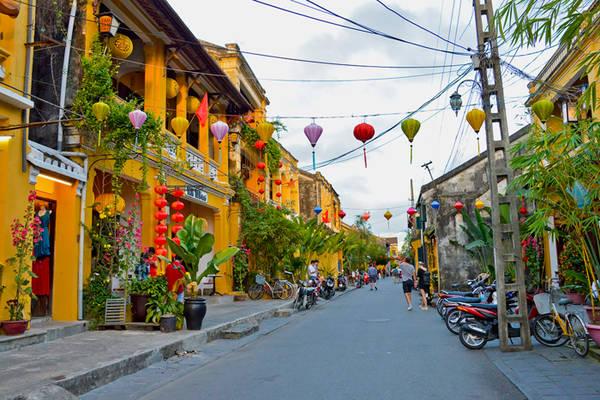 Một góc phố của Hội An. Ảnh: Treasuresofindochina.com