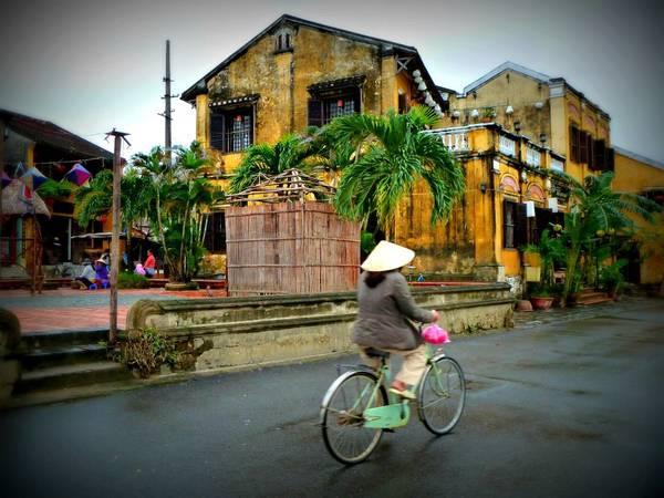 Xe đạp là phương tiện lý tưởng nhất để khám phá Hội An. Ảnh: wavejourney.com