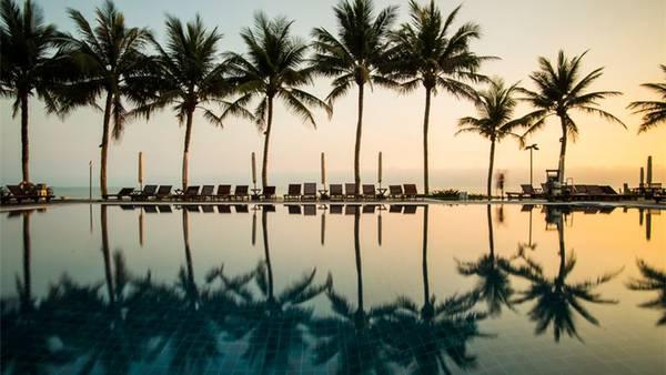 Hồ bơi xinh đẹp của khu nghỉ dưỡng Victoria Hội An Beach Resort & Spa. Ảnh: iVIVU.com