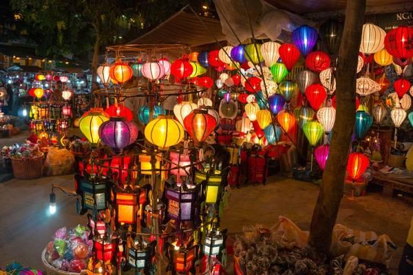 """Đèn lồng – một """"đặc sản"""" của Hội An. Ảnh: Abouthoian.com"""