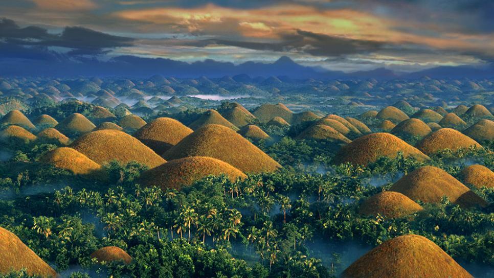 Đồi Sô cô la là điểm tham quan nổi tiếng nhất ở Bohol. Ảnh: Travelchannel.com