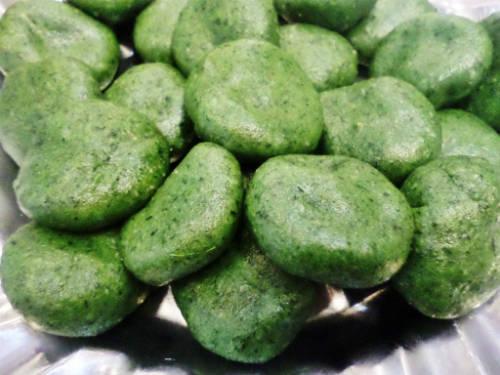 Những chiếc bánh xanh mướt mát hấp dẫn thực khách. Ảnh: Kiều Như