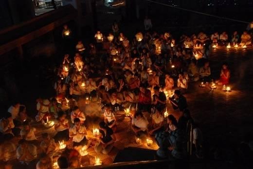 Lễ Pchum Ben là dịp để người dân Campuchia bày tỏ lòng kính trọng và biết ơn của mình đối với người thân đã quá cố trong 7 đời quá khứ.