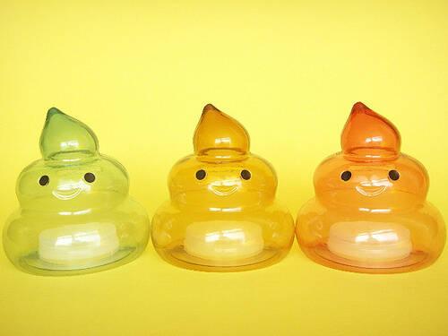 Những món đồ chơi hình cục phân dễ thương được cho là đem lại may mắn. Ảnh: Seoulistic.