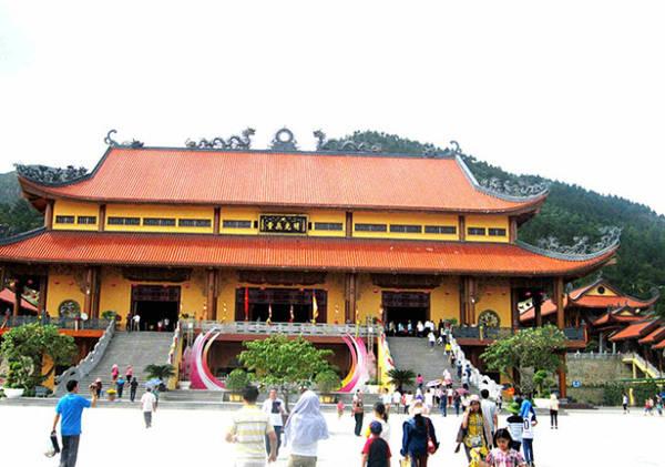 Ngôi Đại Hùng Bảo Điện là chính điện lớn nhất chùa Ba Vàng - Ảnh: N.T.Lượng