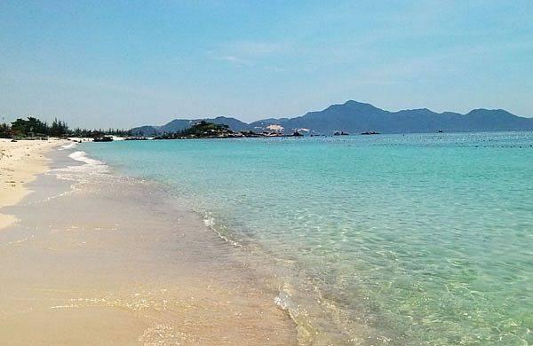 10.Bãi Bình Châu – Bình Lập: bãi tắm duy nhất ở Bình Lập có đầy đủ dịch vụ ăn uống nghỉ ngơi.