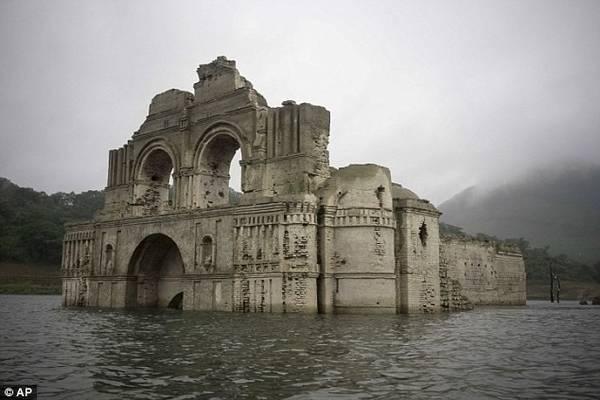 Nhà thờ này đã nằm dưới mặt nước của hồ Nezahualcoyotl kể từ khi một con đập làm tràn hồ chứa vào năm 1966.