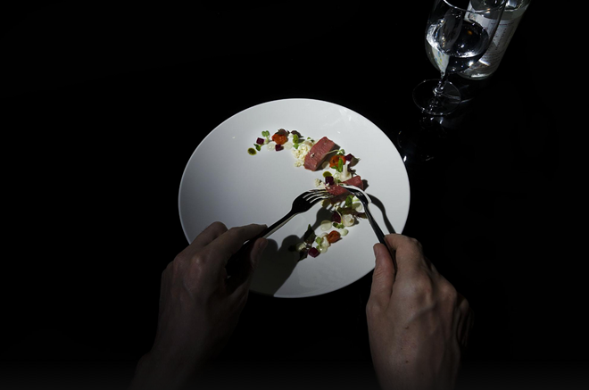 Noir. (Dakao, quận 1): Ngoài đồ ăn ngon, đội ngũ phục vụ thân thiện, Noir. còn được du khách nước ngoài yêu thích bởi phong cách độc đáo. Đây là nhà hàng ăn trong bóng tối đầu tiên của Việt Nam, đem lại cho thực khách nhiều trải nghiệm thú vị.