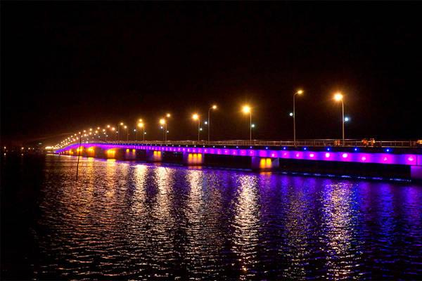 Cầu Nhật Lệ dẫn vào Bảo Ninh.