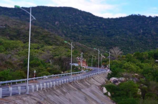 Description: Con đường ven biển tuyệt đẹp nối liền Bình Tiên - Vĩnh Hy. Ảnh: FB Biển Bình Tiên