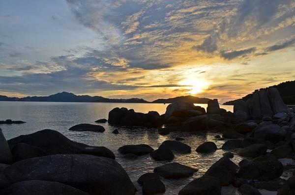Description: Bình minh trên biển Bình Tiên. Ảnh: FB Biển Bình Tiên