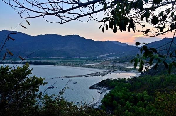 Description: Biển Bình Tiên nhìn từ mũi Cà Tiên. Ảnh: FB Biển Bình Tiên
