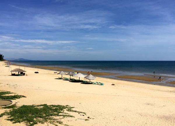 Bãi biển Thiên Cầm - Ảnh: Băng Giang