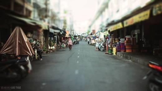Khu chợ vốn sầm uất cũng có những góc khuất vắng lặng. (Ảnh: Võ Hà Thảo)