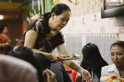 Chủ quán 47 là cô Nguyễn Thị Nghĩa, 53 tuổi, thường được gọi là cô Mười. (Nguồn: Tri Thức Trẻ)