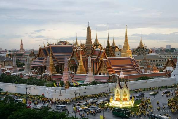 Cung điện hoàng gia – Grand Palace nhìn từ trên cao. Ảnh: atravelmate.com