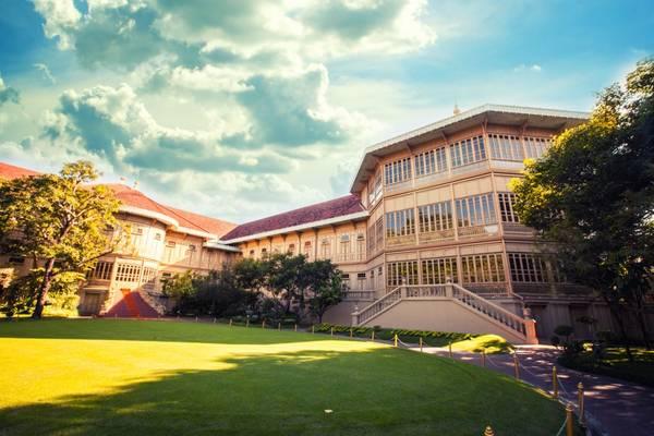 Cung điện Vimanmek là tòa nhà bằng gỗ teak màu vàng đẹp và lớn nhất thế giới. Ảnh: vimanmek.com