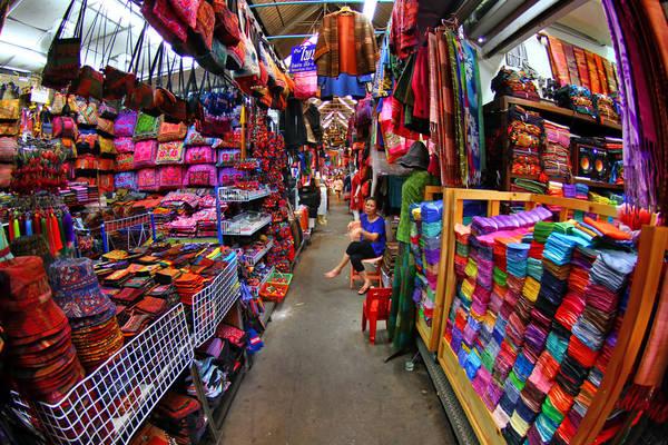 Bạn có thể tìm hầu hết mọi thứ ở Chatuchak. Ảnh: Bangkok.com