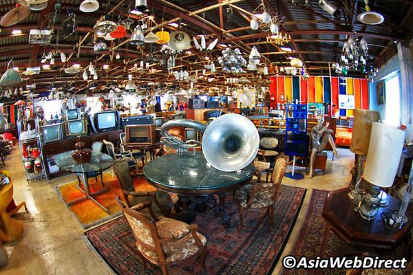Nếu bạn muốn một trải nghiệm mua sắm kiểu Thái thực sự khác lạ, đừng bỏ qua Ratchadapisek. Ảnh: Bangkok.com