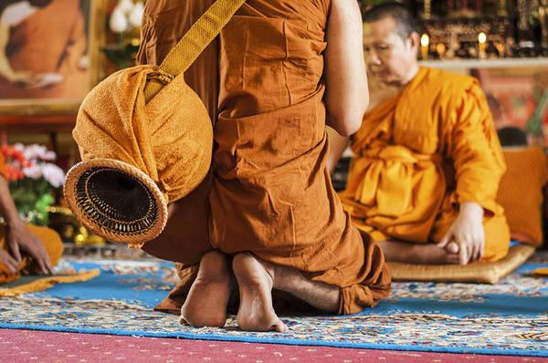 Việc nắm rõ những phong tục văn hóa địa phương sẽ giúp bạn tránh khỏi những rắc rối không đáng có. Ảnh: forums.hardwarezone.com.sg