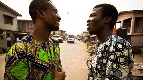 Bạn dễ dàng gặp những người có thể nói hai hay nhiều ngôn ngữ khác ngoài tiếng Anh ở Lagos