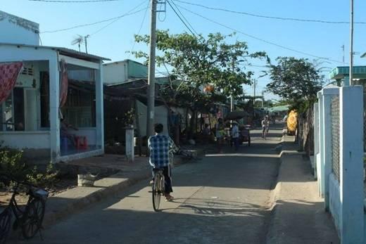 Những hộ dân cư trên đảo sống quây quần trong các ngôi nhà đơn giản cất san sát như bao đời nay họ vẫn nương tựa vào nhau. (Ảnh: Internet)