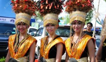 le-hoi-sac-mau-va-yen-tiec-linh-dinh-o-malaysia-ivivu-2