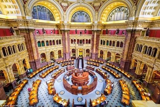 Thư viện Quốc hội ở Washington DC được thành lập năm 1800 và có hơn 160 triệu đầu sách chứa trên các kệ sách với tổng chiều dài là 1.300km. (Nguồn: Daily Mail)