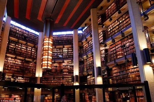 Thư viện sách quý Thomas Fisher nằm trong khuôn viên trường đại học Toronto với điểm nhấn là bộ sưu tập sách quý và ấn phẩm viết tay cực đồ sộ của Canada. (Nguồn: Daily Mail)