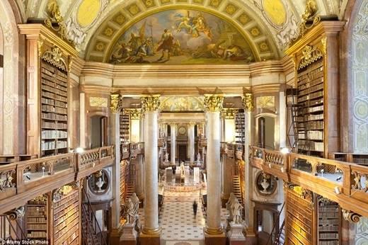 Thư viện quốc gia Áo là một di sản được UNESCO bảo vệ. Cũng không có gì quá ngạc nhiên khi trong công trình có sử dụng vàng ròng và đá cẩm thạch. (Nguồn: Daily Mail)