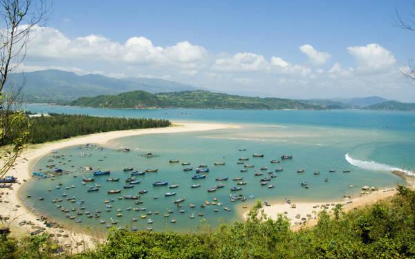 Vũng Lắm trong thắng cảnh quốc gia vịnh Xuân Đài thuộc thị xã Sông Cầu - Ảnh: Dương Thanh Xuân