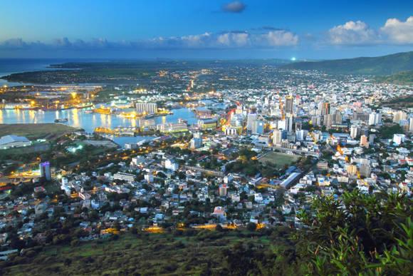 Toàn cảnh thành phố Port Louis nhìn từ trên cao. Ảnh: wikipedia.