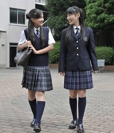 Váy đồng phục học sinh Nhật Bản không hề ngắn như trong truyện tranh. (Ảnh Internet)