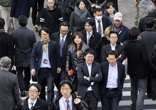 Ở Nhật, khi đi làm thì ai cũng như ai, không quá nổi bật về trang phục. (Ảnh Internet)