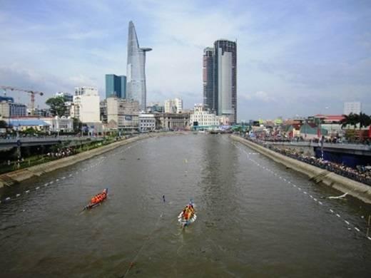 Tàu Hủ là tên gọi sau này của kênh Ruột Ngựa – được đào vào cuối năm 1772 nhằm thông lưu Sài Gòn và miền Tây Nam bộ. Đến ngày nay, kênh Tàu Hủ đã trải dài từ Đông sang Tây Sài Gòn. (Nguồn: Internet)