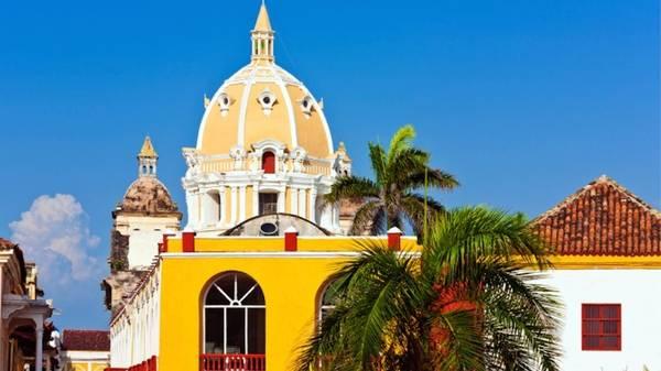 Colombia: Công ty du lịch Butterfield & Robinson cung cấp tour mới vào năm 2016, trong đó du khách sẽ được đạp xe ở Bogota, leo qua những khu rừng mây phủ, thăm các đồn điền cà phê và chèo thuyền kayak ở vùng biển trong vắt gần Cartagena.