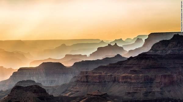 Các công viên quốc gia của Mỹ: Tổ chức Dịch vụ Công viên quốc gia Liên bang Mỹ sẽ tròn 100 tuổi trong năm 2016 và dự định sẽ tổ chức những tour hạng sang khắp 59 công viên. Chuyên gia du lịch xa xỉ, Vantage Deluxe, sẽ mừng lễ kỷ niệm này với tour đặc biệt có điểm dừng chân ở Yellowstone, Grand Teton, Grand Canyon, Bryce và Zion.
