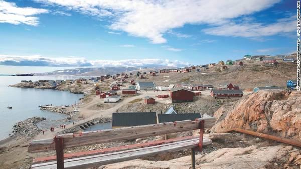 Bắc Cực: Abercrombie & Kent cũng đưa ra một gói tour mới cho năm 2016. Tour du lịch này dài 15 đêm bằng du thuyền, xuất phát từ quần đảo Svalbard của Na Uy tới khu vực hẻo lánh ở bờ đông Greenland, trước khi kết thúc ở Iceland.
