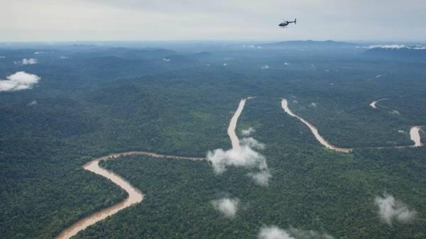 Borneo (khu vực thuộc Malaysia): Ker & Downey sẽ chuyên chở du khách bằng trực thăng tới vùng hẻo lánh nhất của hòn đảo nhiệt đới hoang dã này. Chuyến đi dài 8 ngày sẽ cho du khách cơ hội tới thăm thung lũng Danum, sông Kinabatangan và tiếp xúc với các bộ tộc Dayak.