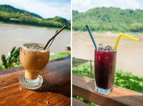 Cà phê Lào Cà phê Lào có hương vị rất đậm đà. Hầu hết người Lào không uống cà phê đen mà pha với sữa bột, sữa đặc có đường để tăng thêm phần hấp dẫn. Trời nóng bức, uống một ly cà phê sữa đá với hương vị Lào đặc trưng sẽ thổi bay mệt mỏi. Ảnh: legalnomads.