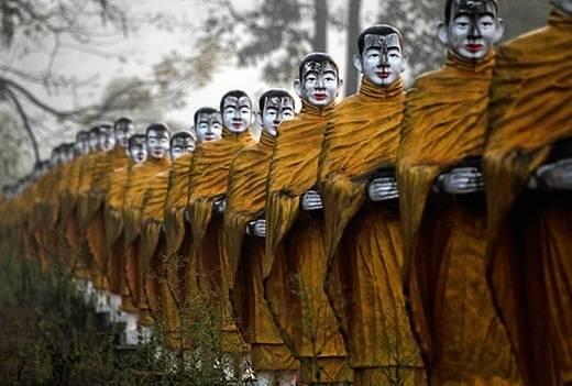 Những bức tượng nhà sư sống động như người thật. (Nguồn: Internet)