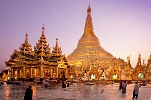 Chùa Shwedagon là kiệt tác kiến trúc của thành phố Yangon với thân và ngọn tháp dát vàng ròng, đỉnh gắn hàng nghìn viên kim cương cùng hồng ngọc. (Nguồn: Internet)