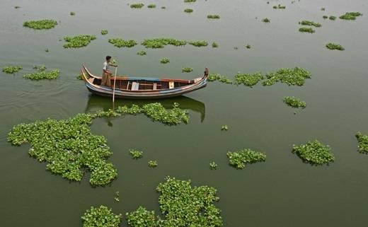Hồ Taungthaman gần Amurapara với chiếc thuyền gỗ thư thả trôi trên mặt nước yên tĩnh có làm bạn xuyến xao? (Nguồn: Internet)