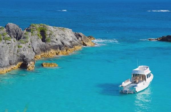 Bermuda, Lãnh thổ thuộc Anh: Bermuda được mệnh danh là hòn đảo đẹp nhất Caribbe, với những vịnh nhỏ như thiên đường bí mật, bãi cát trắng, làn nước xanh trong vắt, động vật biển phong phú và người dân hồn hậu, thân thiện. Ảnh: Afar.