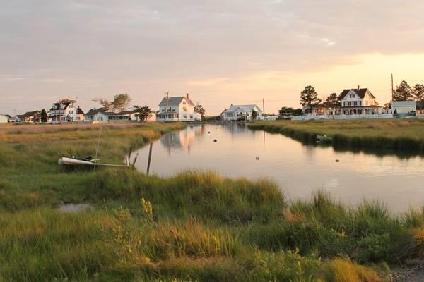 Đảo Tangier và đảo Smith, vịnh Chesapeake, Mỹ: Du khách có thể khám phá nơi này bằng cách đi bộ, đạp xe hoặc đi thuyền. Cả hai đảo đều có nơi nghỉ đêm và hàng ăn. Cuộc sống nơi đây chậm rãi, giản dị và bình yên, một thiên đường cho những ai tìm kiếm một khoảng thời gian tĩnh lặng, tách biệt với thế giới bên ngoài. Ảnh: Thebittenword.
