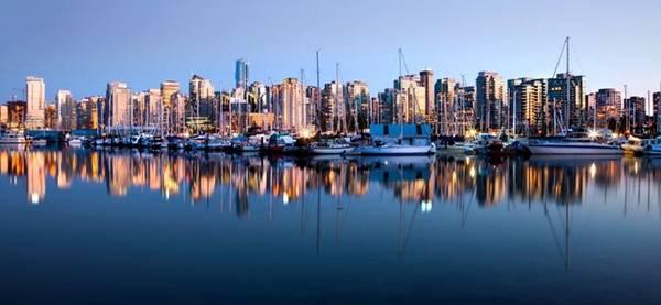 Vancouver, Canada: Bao quanh bởi biển và núi, Vancouver vừa có sự hào hứng của một thành phố, vừa có những khung cảnh thiên nhiên khiến du khách sững sờ. Đừng bỏ lỡ cơ hội ghé thăm công viên bán hoang dã Stanley - trái tim xanh của thành phố tuyệt vời này.
