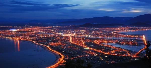 Thành phố Đà Nẵng nhìn từ đỉnh Bàn Cờ. Ảnh: Khan G Nguyen