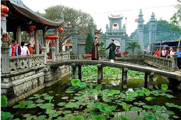 """Tác phẩm """"Thủy Vân Phù Lâu"""" được tác giả Chu Thế Vĩnh ghi lại ở Phủ Văn Cát (tỉnh Nam Định)."""