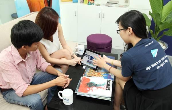 Đội ngũ nhân viên tư vấn chuyên nghiệp sẽ giúp bạn có một kỳ nghỉ hài lòng