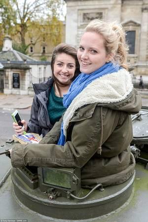 Natasha Đen và Megan Gibson là những vị khách đầu tiên tham gia tour du lịch độc đáo này trong dịp cuối tuần rồi.